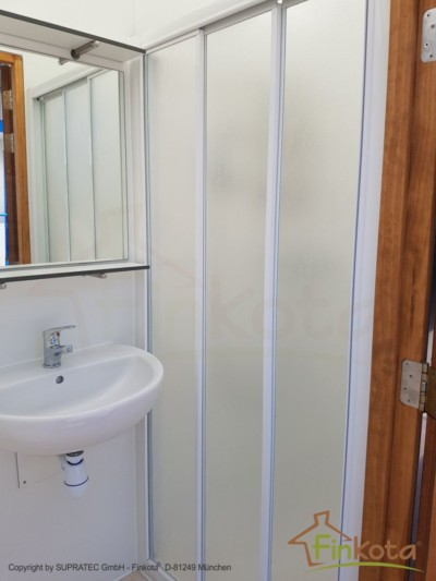 Duo mit geschlossener Duschkabine